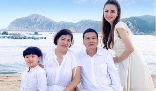 Sau ồn ào 'từ mặt', Hoa hậu Diễm Hương hiếm hoi đăng ảnh chụp cùng bố mẹ ruột
