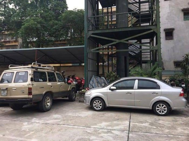 Tang vật là 2 ôtô bị trộm đang được công an tạm giữ