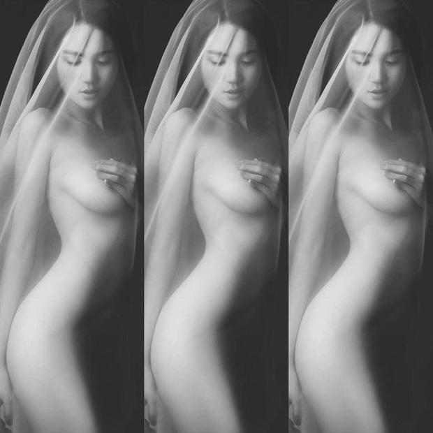 Bị chê gầy đến 'bốc hơi' vòng 1, Ngọc Trinh tung bộ ảnh nude khoe trọn body nóng bỏng