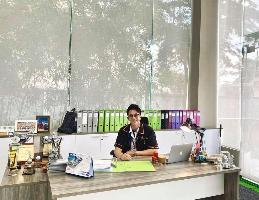 Matt Liu khiến dân tình xôn xao vì để ảnh Hương Giang trên bàn làm việc