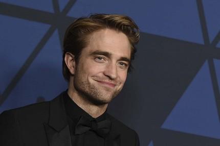 Robert Pattinson nhiễm Covid-19, bom tấn 'Người dơi' phải dừng quay