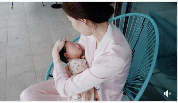 Dự sinh nhật bạn, nhan sắc 'mẹ bỉm sữa' của Hoa hậu Đặng Thu Thảo gây sốt