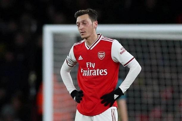 Arsenal cần tống cục tạ Mesut Ozil đi càng sớm càng tốt'