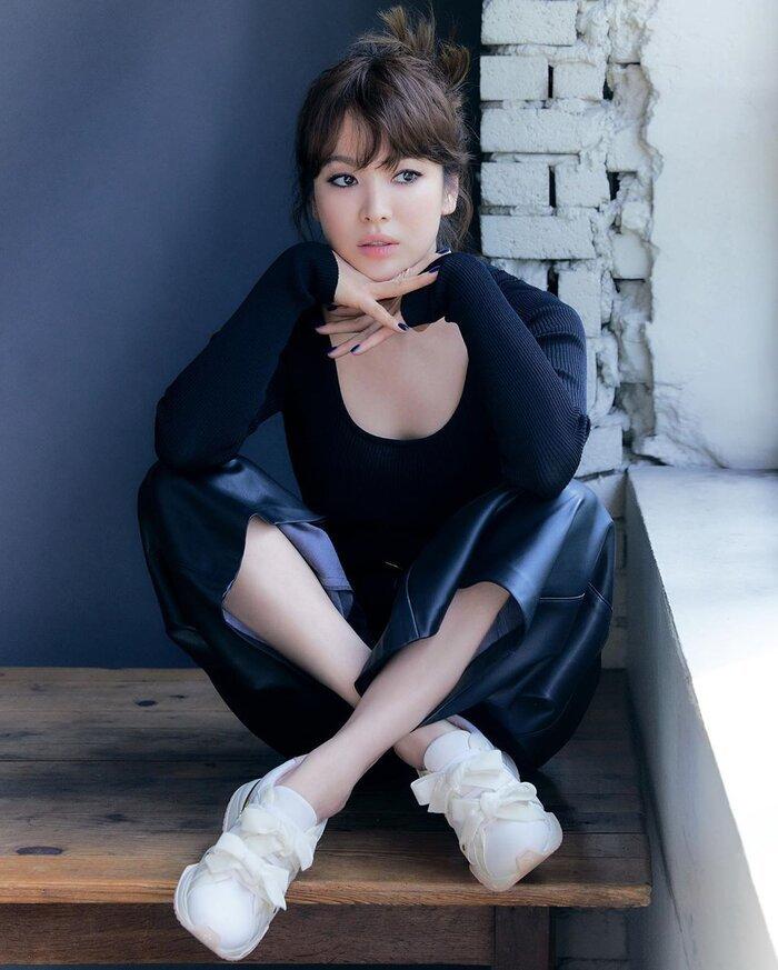 Hậu bị chê già như bà thím, Song Hye Kyo tung loạt ảnh tựa nàng thơ ở tuổi 40
