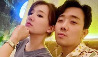 Vợ chồng Trấn Thành - Hari Won khoe ảnh giống nhau y đúc