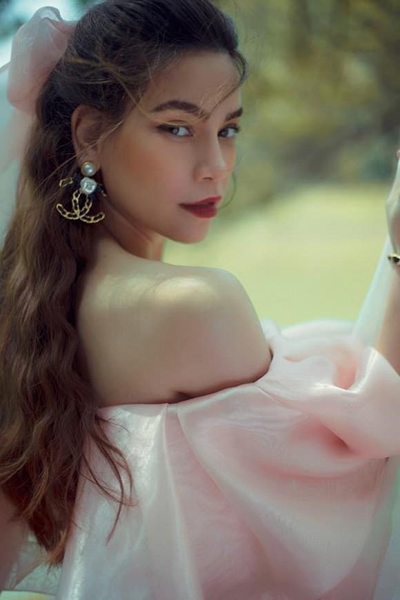 Hồ Ngọc Hà bất chợt nói đến mối tình kéo dài 8 năm trong Love Songs