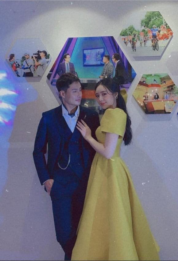 Thanh Sơn bị soi gương mặt 'cứng đờ' bên Quỳnh Kool tại thảm đỏ VTV Awards 2020