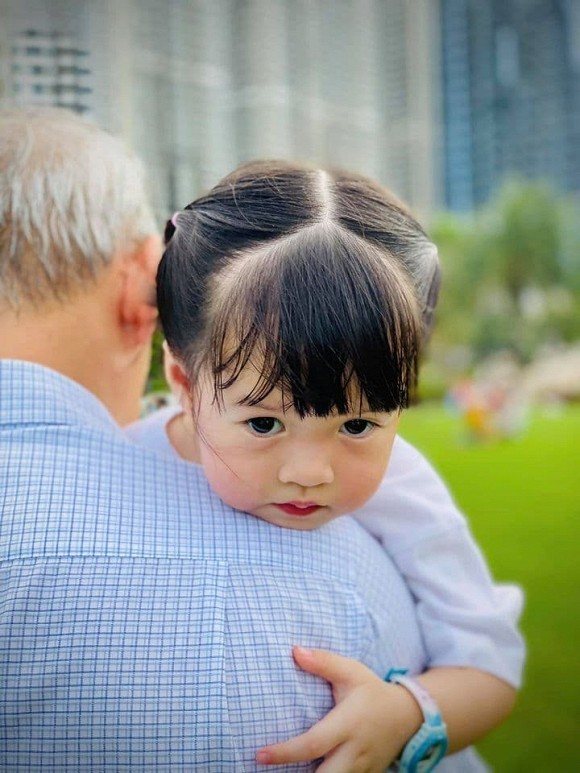 Hoa hậu Đặng Thu Thảo 'rụng tim' chỉ vì câu nói này của con gái
