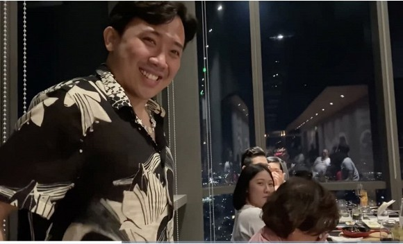 Mẹ Trấn Thành bật khóc khi nhận món quà 'khủng' từ con trai nhân dịp sinh nhật