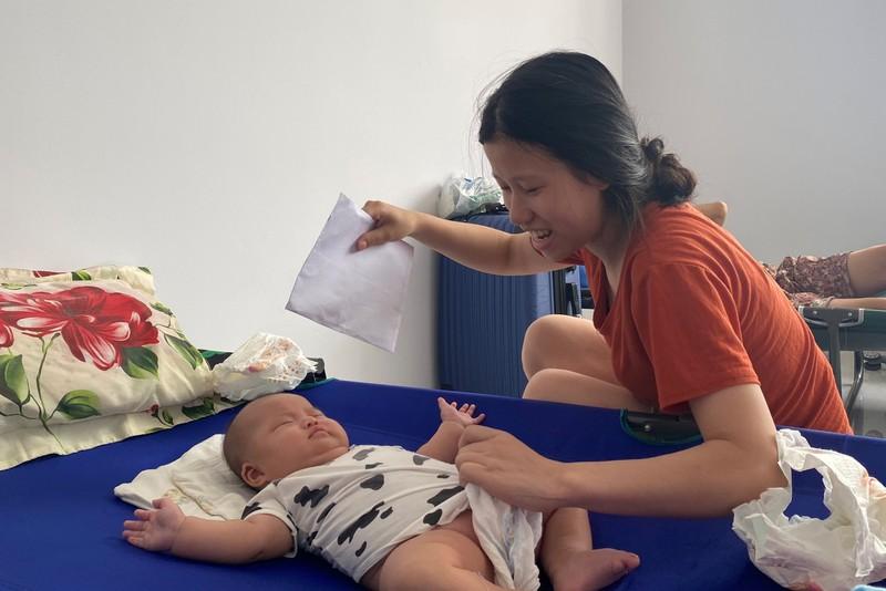 Điều hàng chục người khỏe mạnh vào chăm 53 trẻ sơ sinh từ Hàn Quốc về phải cách ly