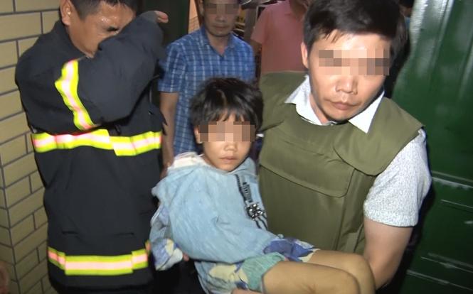 Giải cứu bé gái 6 tuổi bị bố đẻ và người tình đánh đập nhiều ngày