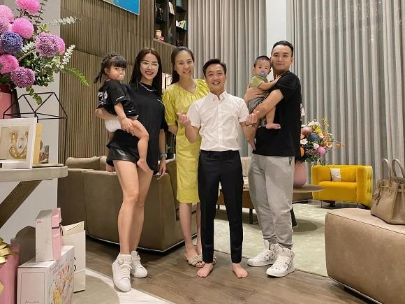 Cường Đô La - Đàm Thu Trang đưa con gái tới nơi lần đầu bố mẹ gặp mặt