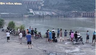 Xuống bờ sông Đà tắm, nam sinh đuối nước mất tích
