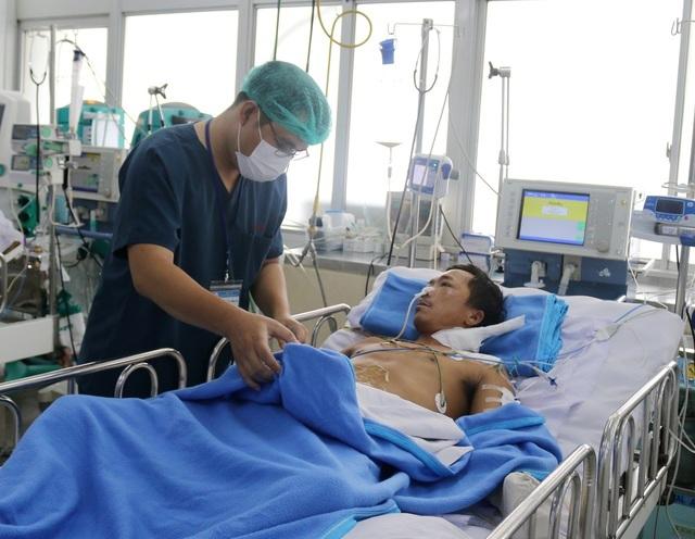 Bệnh nhân bị rắn hổ mang chúa cắn đã hoàn toàn ổn định, chuẩn bị được ghép da