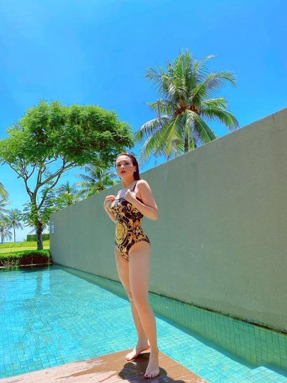 Khoe ảnh bikini gợi cảm, Bảo Thanh hết lời khen ông xã 'chụp có tâm'
