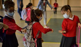 Hàng triệu học sinh Tây Ban Nha quay lại trường học sau 6 tháng đóng cửa