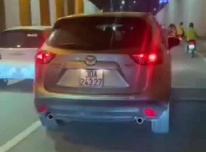 Xử phạt tài xế Mazda đi sai làn trong hầm Kim Liên