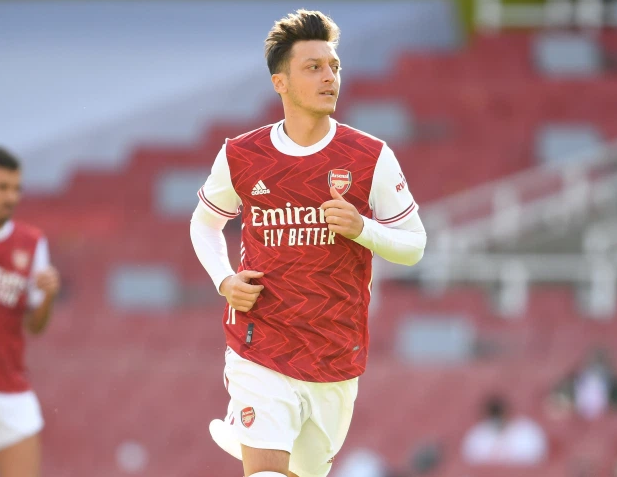 Ozil không phải người thừa ở Arsenal