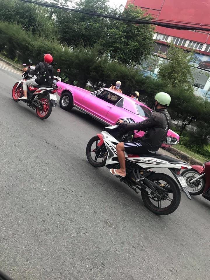 Phía Binz lên tiếng về loạt ảnh chiếc xe tông hồng