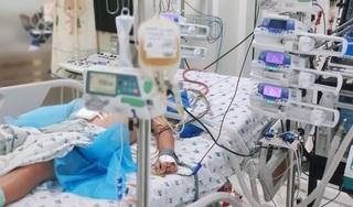 Bé trai 13 tuổi bị tổn thương gan, rối loạn đông máu vì sốt xuất huyết