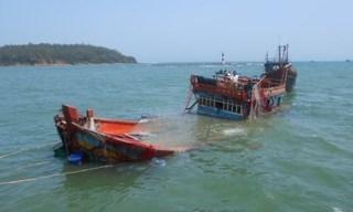 Tàu câu mực bị tàu lạ đâm chìm, 2 ngư dân bị thương, 1 người mất tích