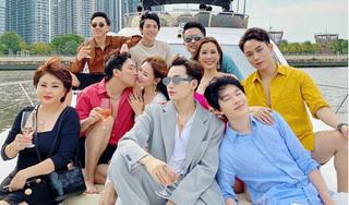Trấn Thành - Hari Won cùng hội bạn thân ngồi du thuyền dạo quanh Sài Gòn
