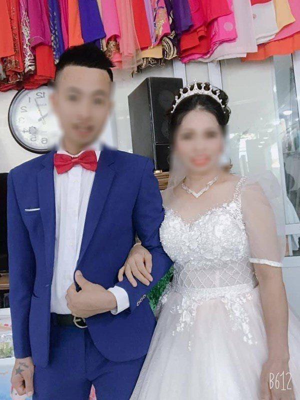 Chú rể 27 tuổi cưới cô dâu 47 tuổi gây bão mạng xã hội