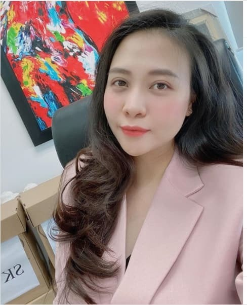Đàm Thu Trang khoe nhan sắc xinh đẹp khi quay trở lại công việc