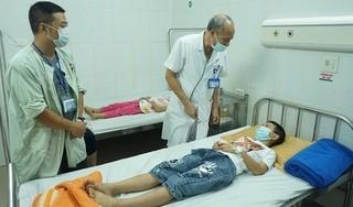 Nhiều học sinh tiểu học ở Hà Nội nhập viện sau bữa ăn bán trú tại trường