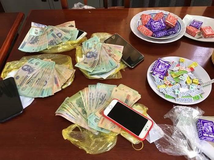 Triệt xóa ổ đánh bài tứ sắc ăn tiền