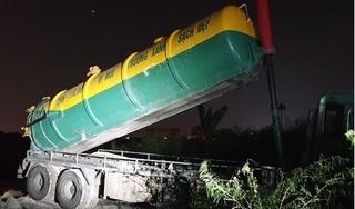 Tin tức pháp luật ngày 11/9: Phát hiện 2 xe đổ trộm rác thải xuống bãi đất ven Đại lộ Thăng Long