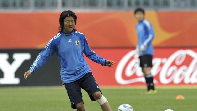 Cầu thủ nữ Nhật Bản Yuki Nagasato thi đấu cho đội tuyển nam