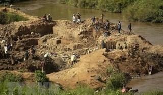 Sập mỏ vàng ở Congo khiến nhiều người tử vong thương tâm