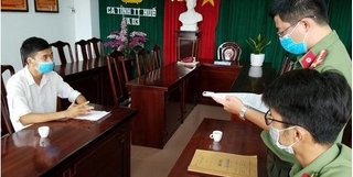 Phạt 5 triệu đồng nam thanh niên ở Huế lồng ghép chữ Trung Quốc vào ảnh kỷ yếu