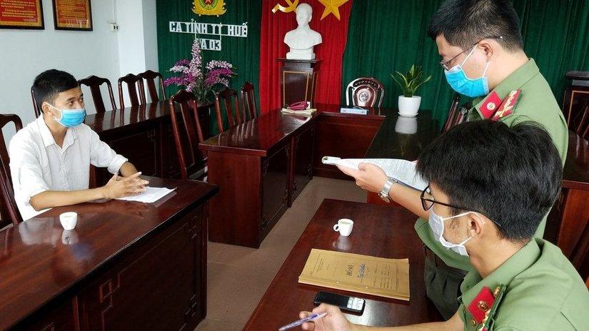 Nam thanh niên ở Huế lồng ghép chữ Trung Quốc vào ảnh kỷ yếu bị phạt 5 triệu đồng