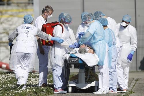 Pháp lần đầu tiên ghi nhận 10.000 ca nhiễm mới trong ngày