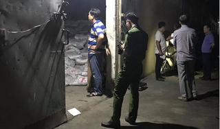 Hàng trăm bao phân đổ sập, đè 2 công nhân tử vong