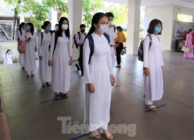 Đà Nẵng triển khai phòng, chống dịch Covid-19 nghiêm ngặt trong ngày học sinh trở lại trường. 5