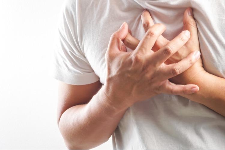 Người đàn ông nhập viện khẩn cấp do đau ngực, khó thở khi đang chơi thể thao
