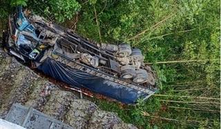 Xe tải mất lái lao xuống vực, tài xế tử vong tại chỗ