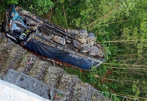 Thanh Hóa: Xe tải lao xuống vực, tài xế tử vong tại chỗ