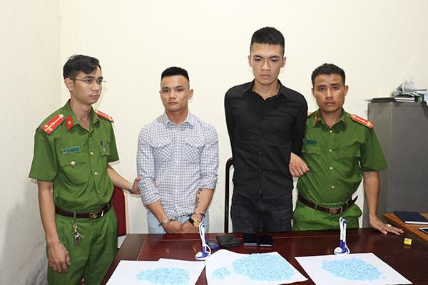Nghệ An bắt giữ nam sinh vận chuyển 2 nghìn viên ma túy tổng hợp