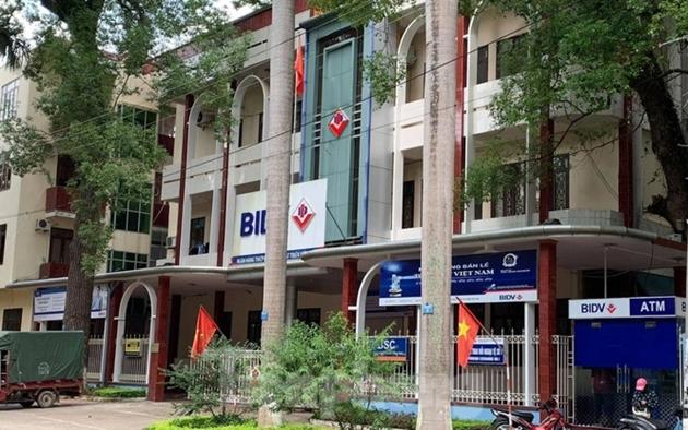 Hai vợ chồng cán bộ ngân hàng ở Lạng Sơn bị khởi tố tội lừa đảo