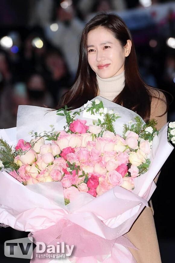 Fan phấn khích khi thấy Hyun Bin - Son Ye Jin xuất hiện cạnh nhau trong tiệc cưới