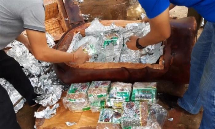 Gần 100 kg ma túy giấu tinh vi trong bụng 5 tượng gỗ