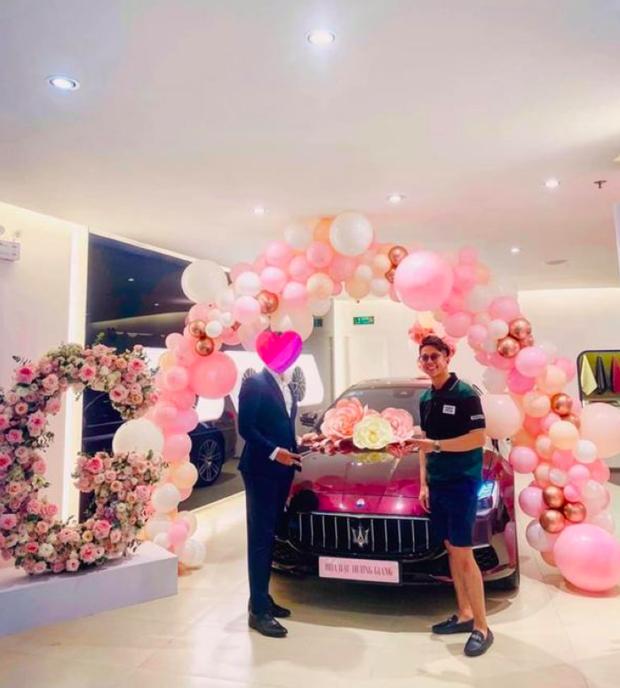 Rò rỉ hình ảnh Matt Liu tậu xe tiền tỷ tặng Hương Giang