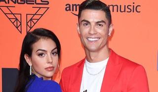 Ronaldo cầu hôn bạn gái bằng nhẫn kim cương 'khủng'
