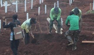 Indonesia: Phạt đào mộ cho nạn nhân Covid-19 vì không đeo khẩu trang