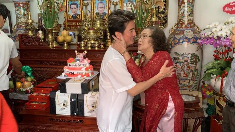 Đàm Vĩnh Hưng và sao Việt mừng sinh nhật mẹ của Hoài Linh