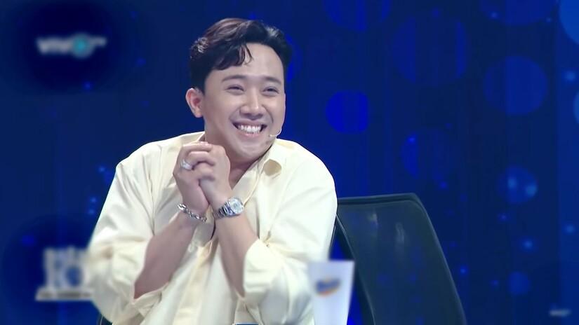 Hari Won vồ ếch khi đang catwalk trên sóng truyền hình